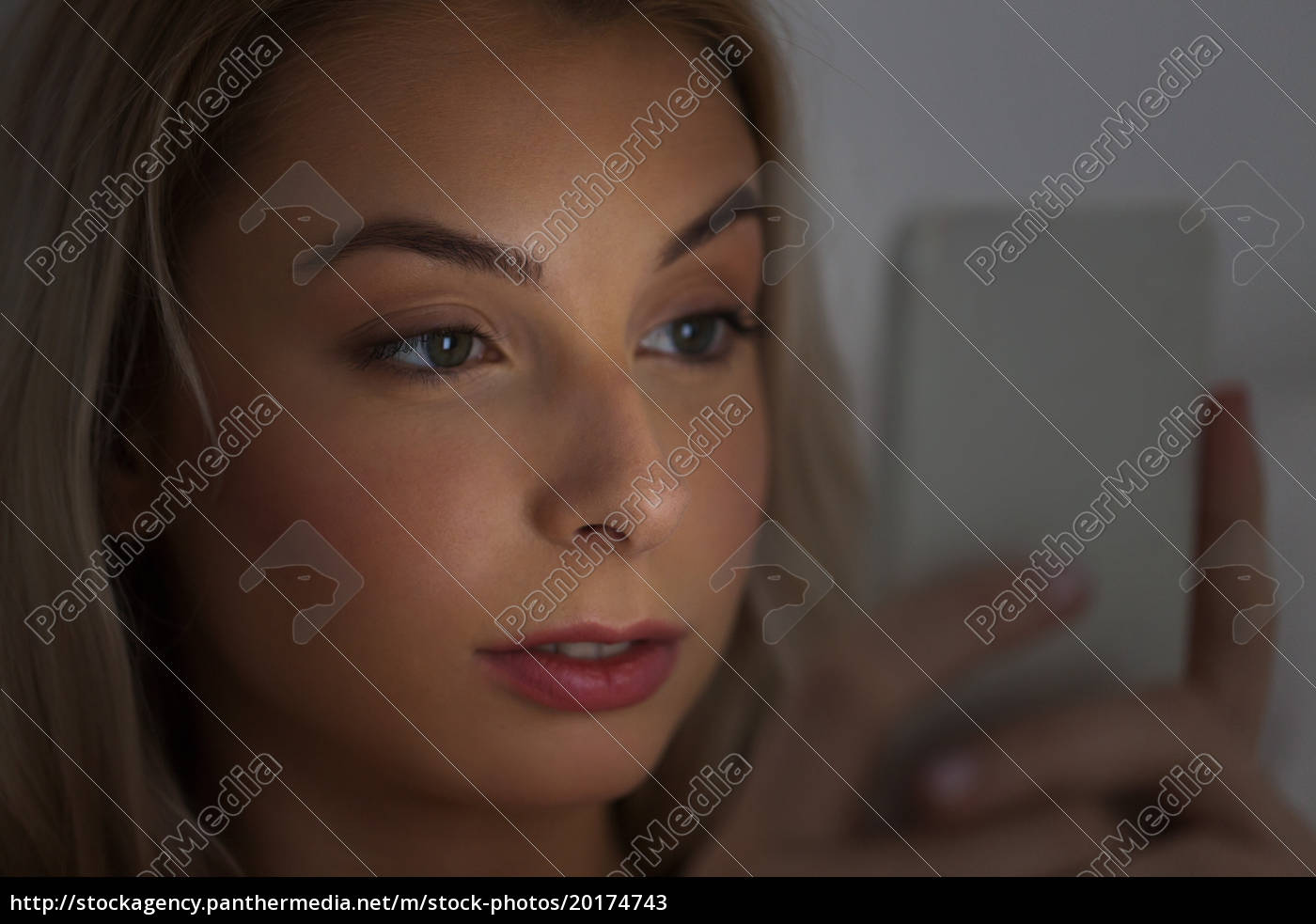 young, woman, with, smartphone, at, night - 20174743