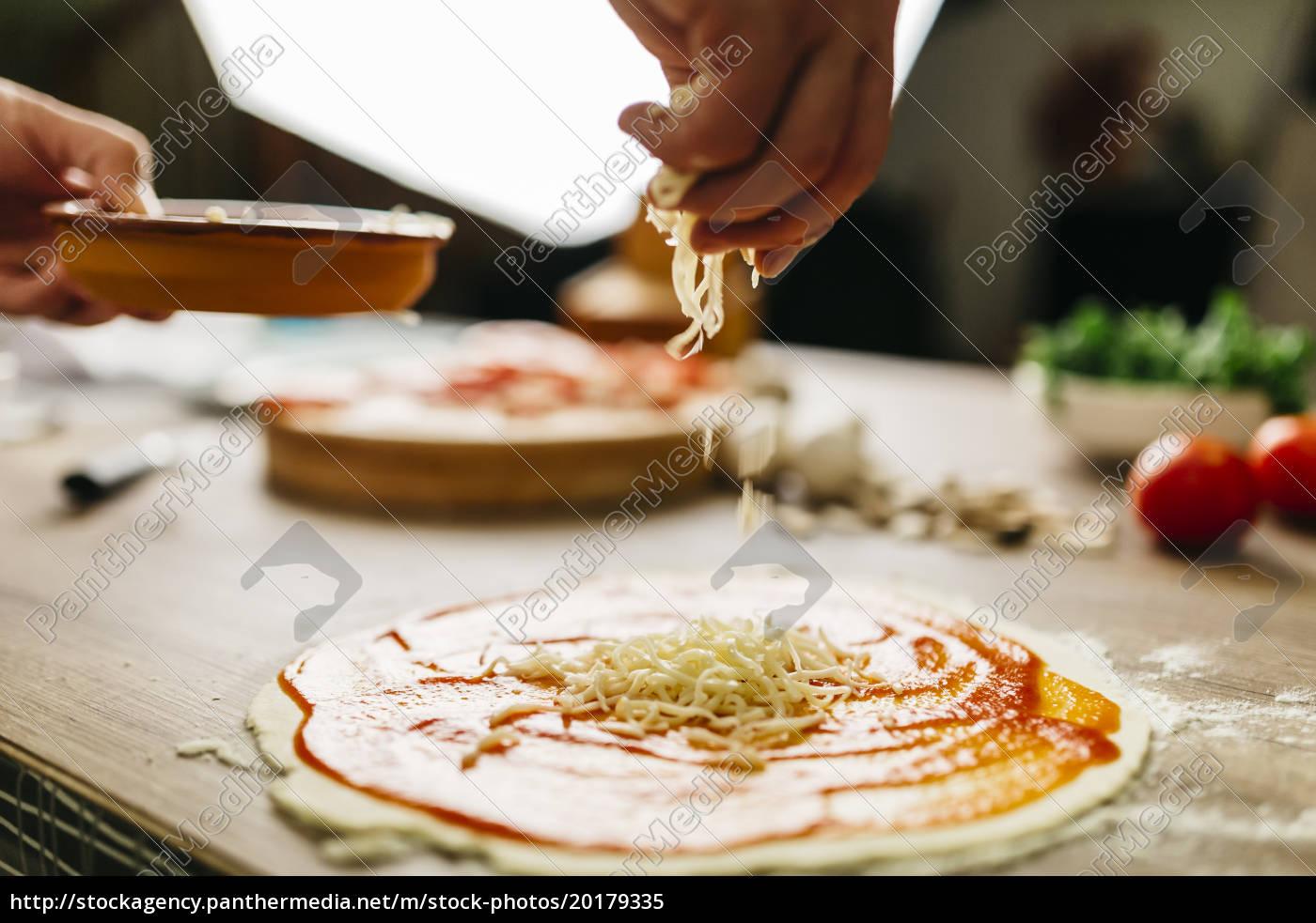 preparing, pizza, at, home - 20179335