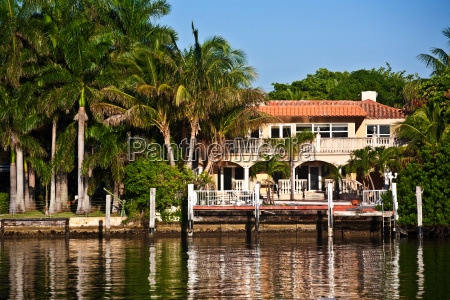 beautiful houses downtown at the waterfront