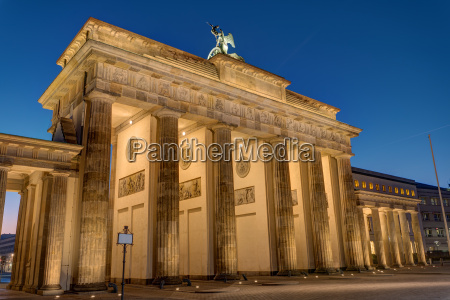 the back of the brandenburg gate