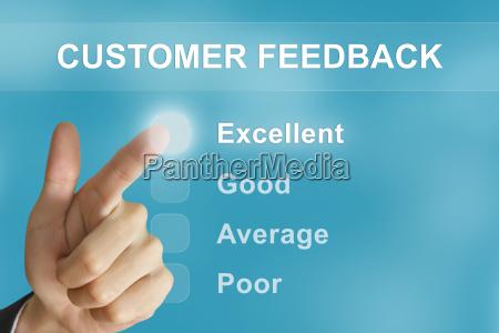 business hand drueckt kunden feedback taste
