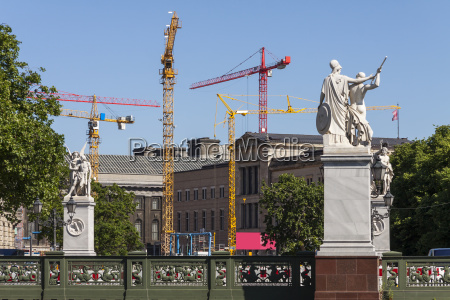 building activity on the museum island