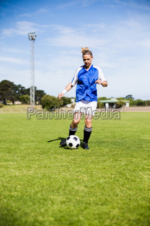 female, football, player, practicing, soccer - 20411223