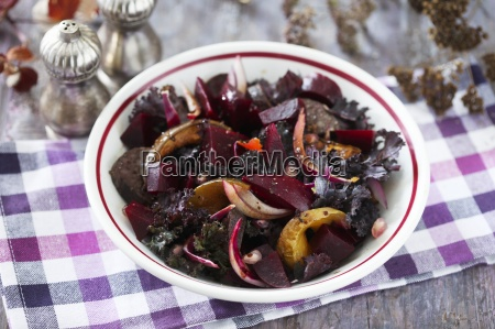 beetroot salad with onion