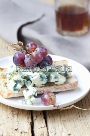 tartine with roquefort and grapes