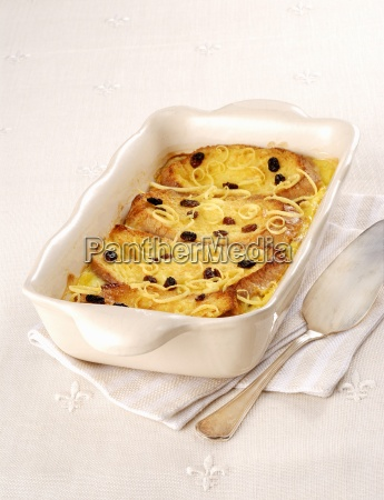 sweet bread pudding with raisins and