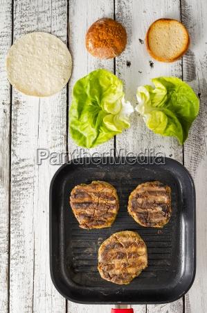 patties lettuce and rolls for gluten