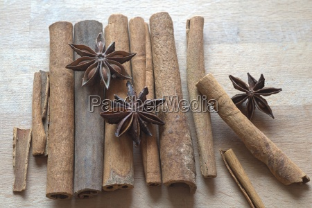 star anise and ceylon cinnamon on