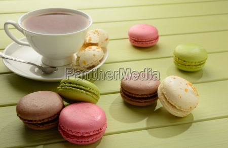 macaroons, and, cup, of, tea, on - 20502221