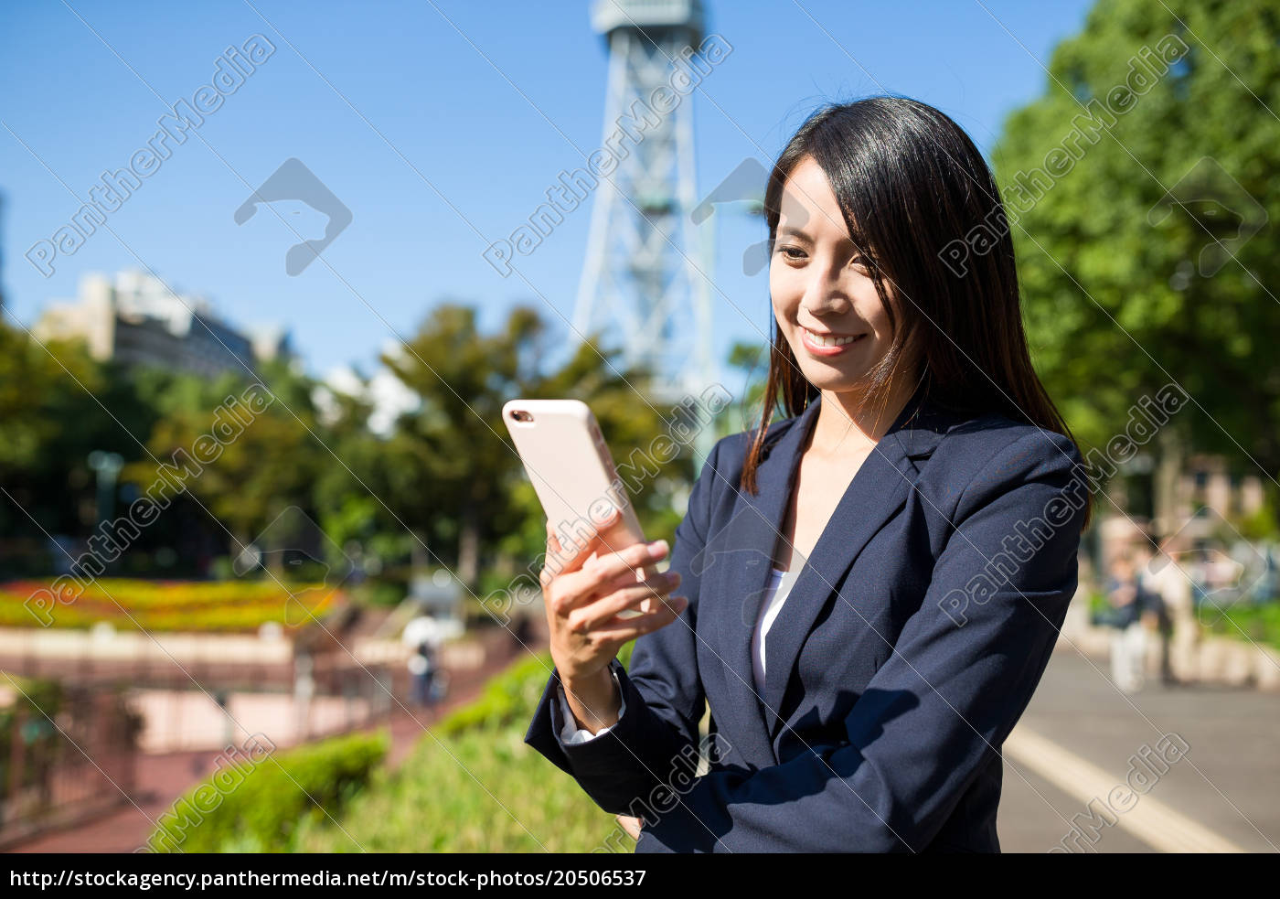 business, woman, use, of, mobile, phone - 20506537