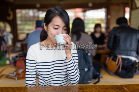 woman, drink, of, tea, in, japanese - 20506903