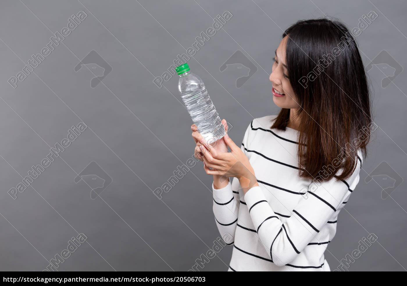 woman, holding, water, bottle - 20506703