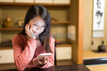 woman, reading, on, cellphone, in, japanese - 20506623