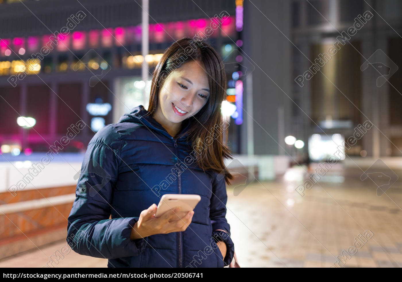woman, sending, sms, on, cellphone - 20506741