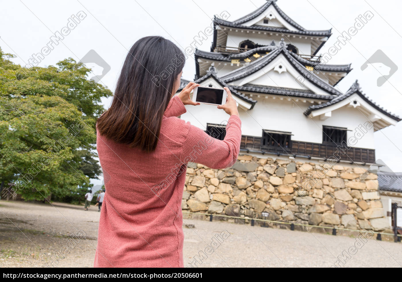 woman, taking, photo, on, hikone, castle - 20506601