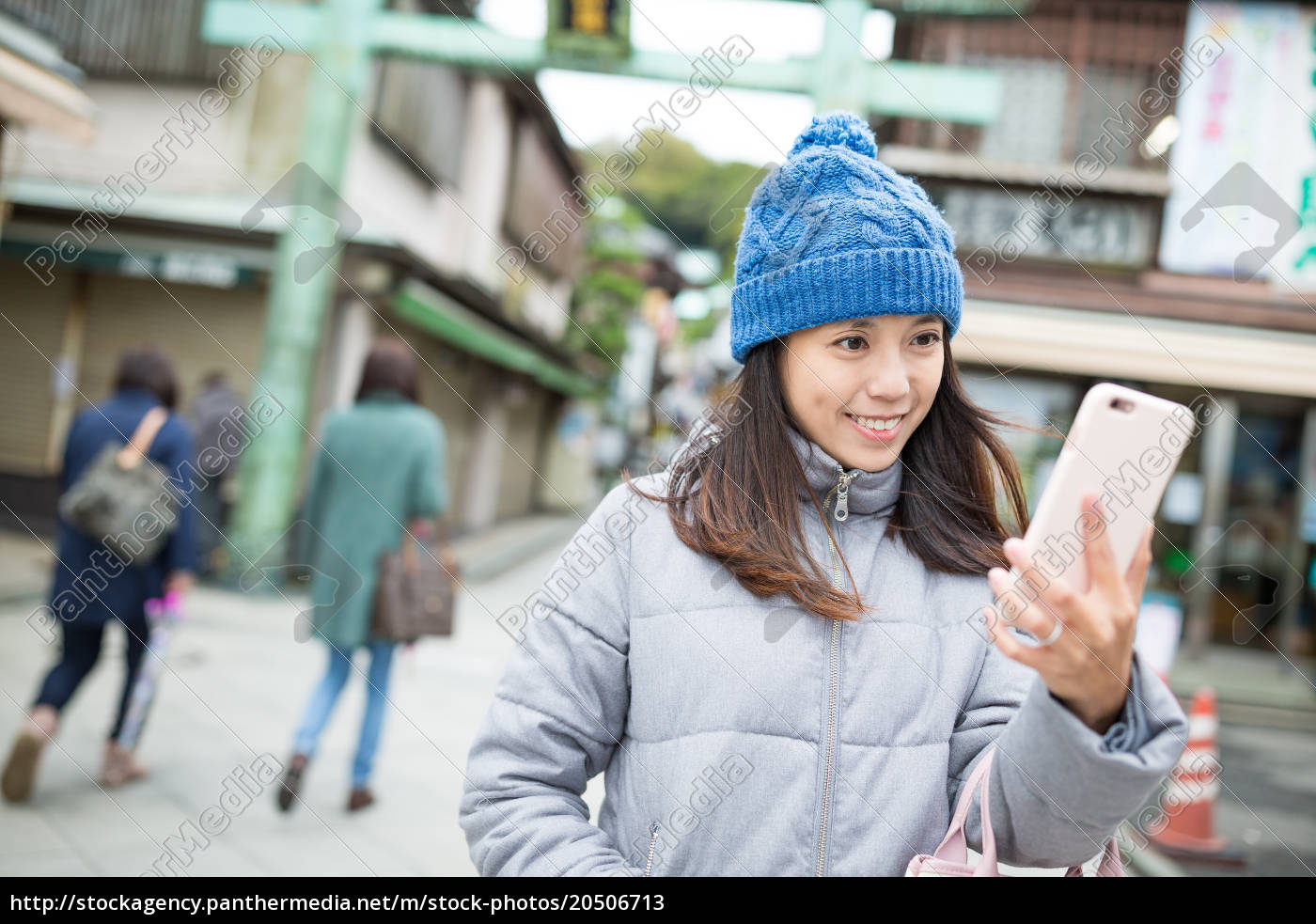 woman, taking, selfie, by, mobile, phone - 20506713