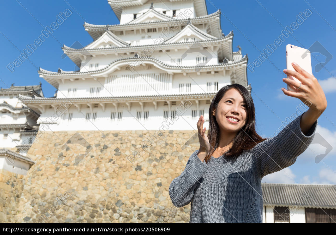 woman, taking, selfie, by, mobile, phone - 20506909