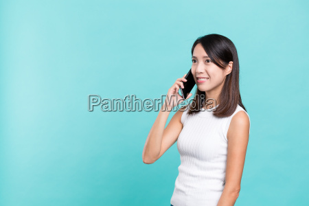 woman, talk, to, cellphone - 20506817