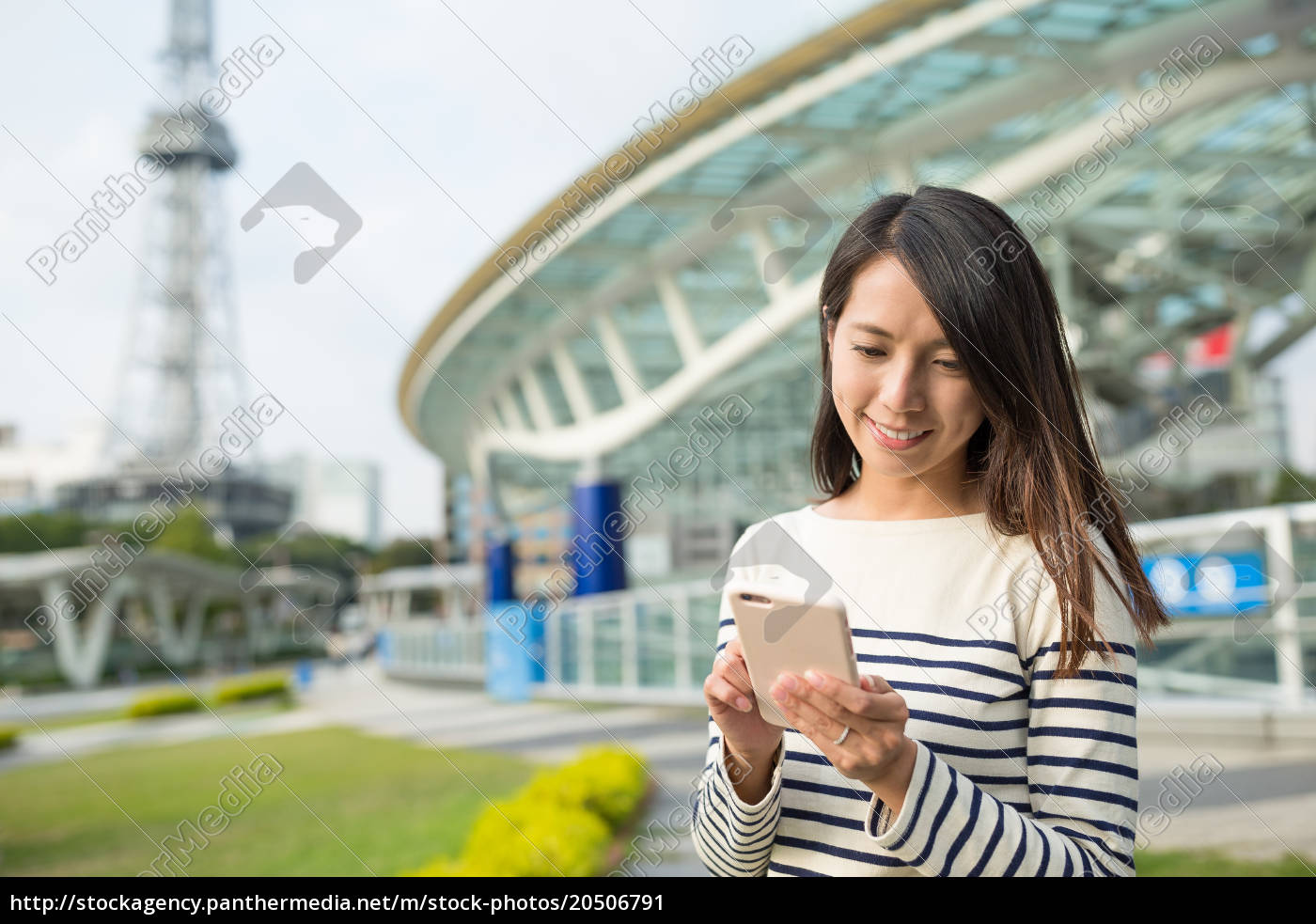 woman, using, cellphone, in, nagoya, city - 20506791