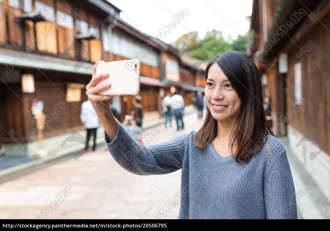 woman, using, cellphone, to, take, photo - 20506795