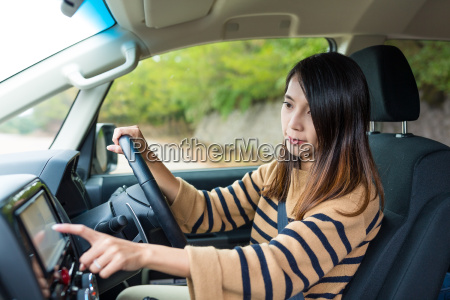 woman, using, gps, system, on, car - 20506961