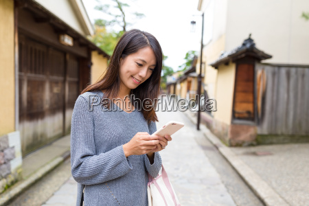 womna, use, of, mobile, phone, in - 20506773