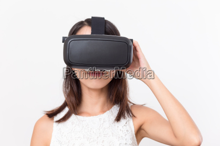 young, girl, lookinh, with, vr, device - 20506661