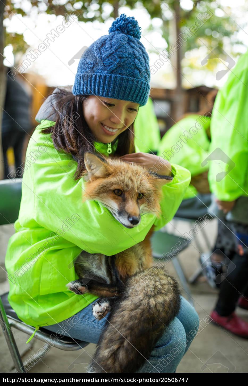 young, woman, hugging, fox - 20506747