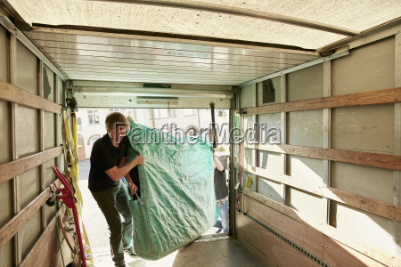 removals business a man lifting an