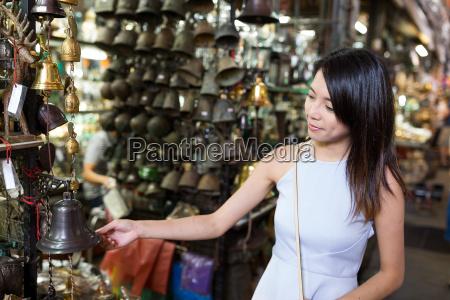 woman, buying, at, street, market - 20507011