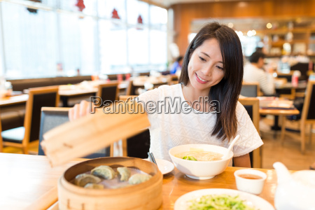 woman, enjoy, her, meal, in, chinese - 20507061