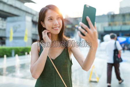 woman, taking, selfie, by, cellphone, at - 20507065