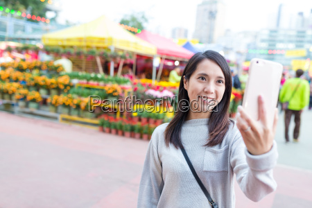 woman, taking, selfie, by, mobile, phone - 20507031