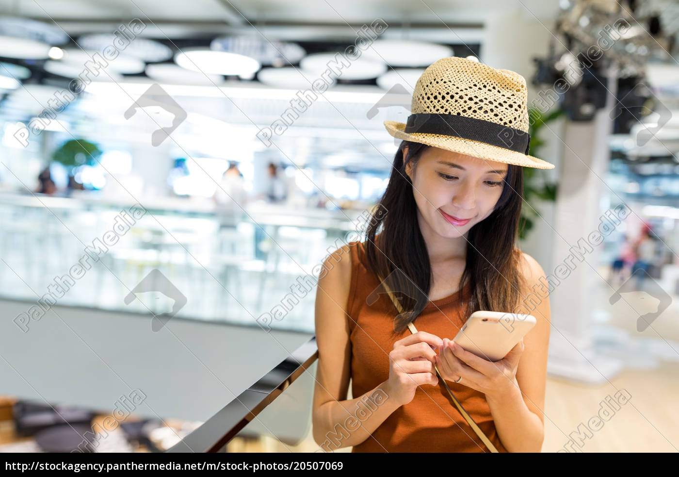 woman, use, of, cellphone, inside, shopping - 20507069