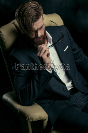 portrait, of, stylish, businessman, with, eyeglasses - 20508583