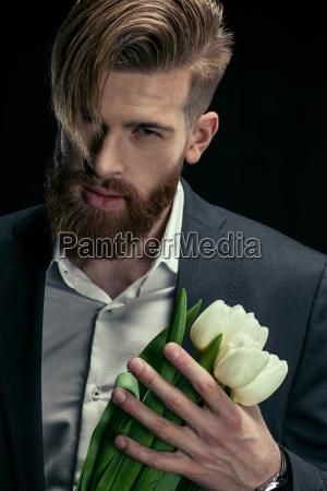 portrait, of, stylish, man, in, suit - 20508593