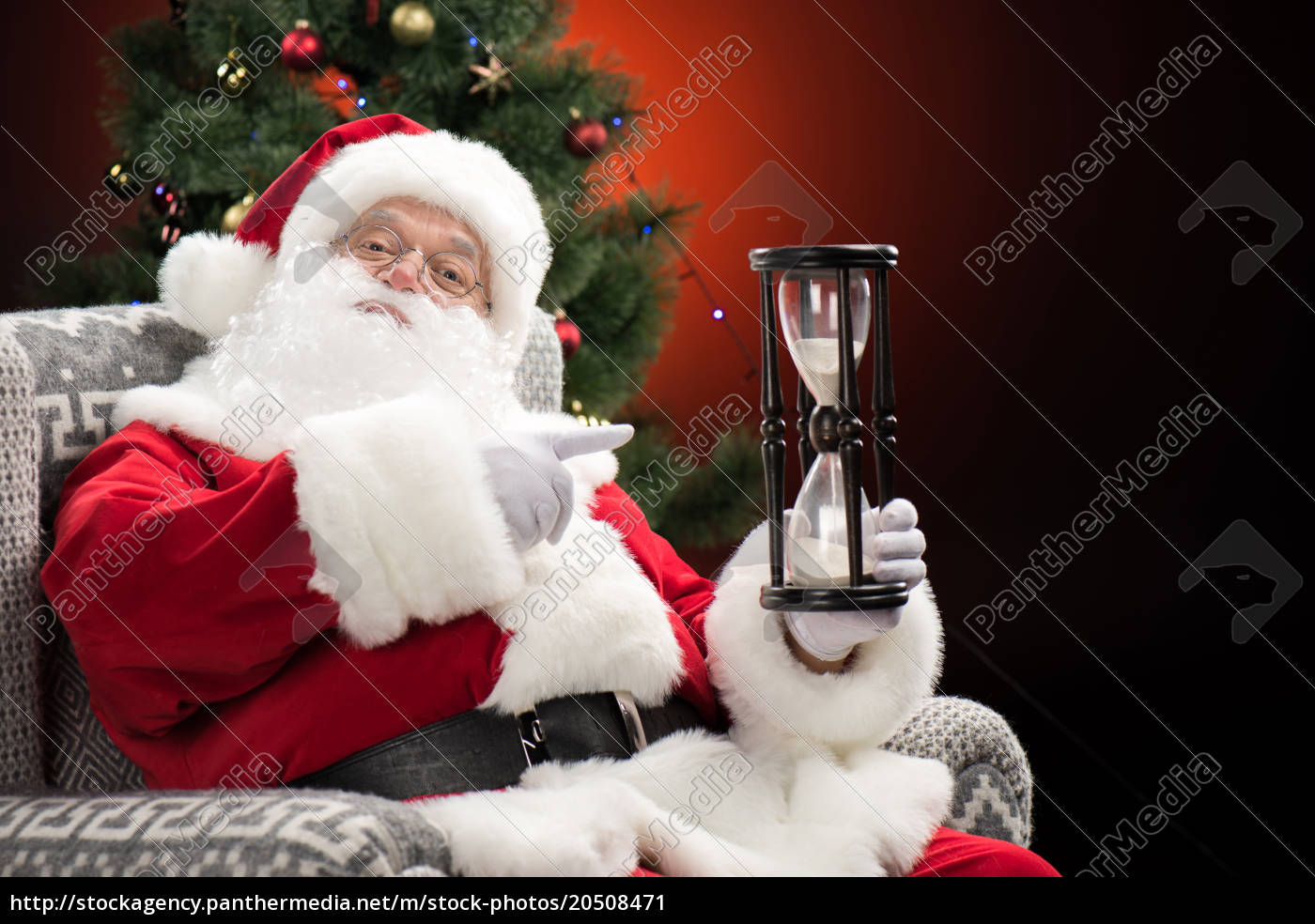santa, claus, pointing, at, hourglass - 20508471