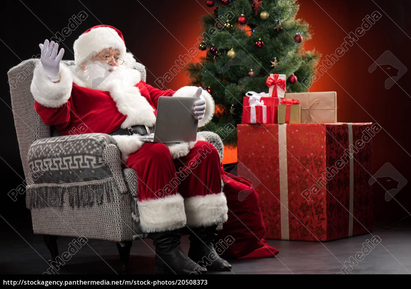santa, claus, using, laptop, and, gesturing - 20508373