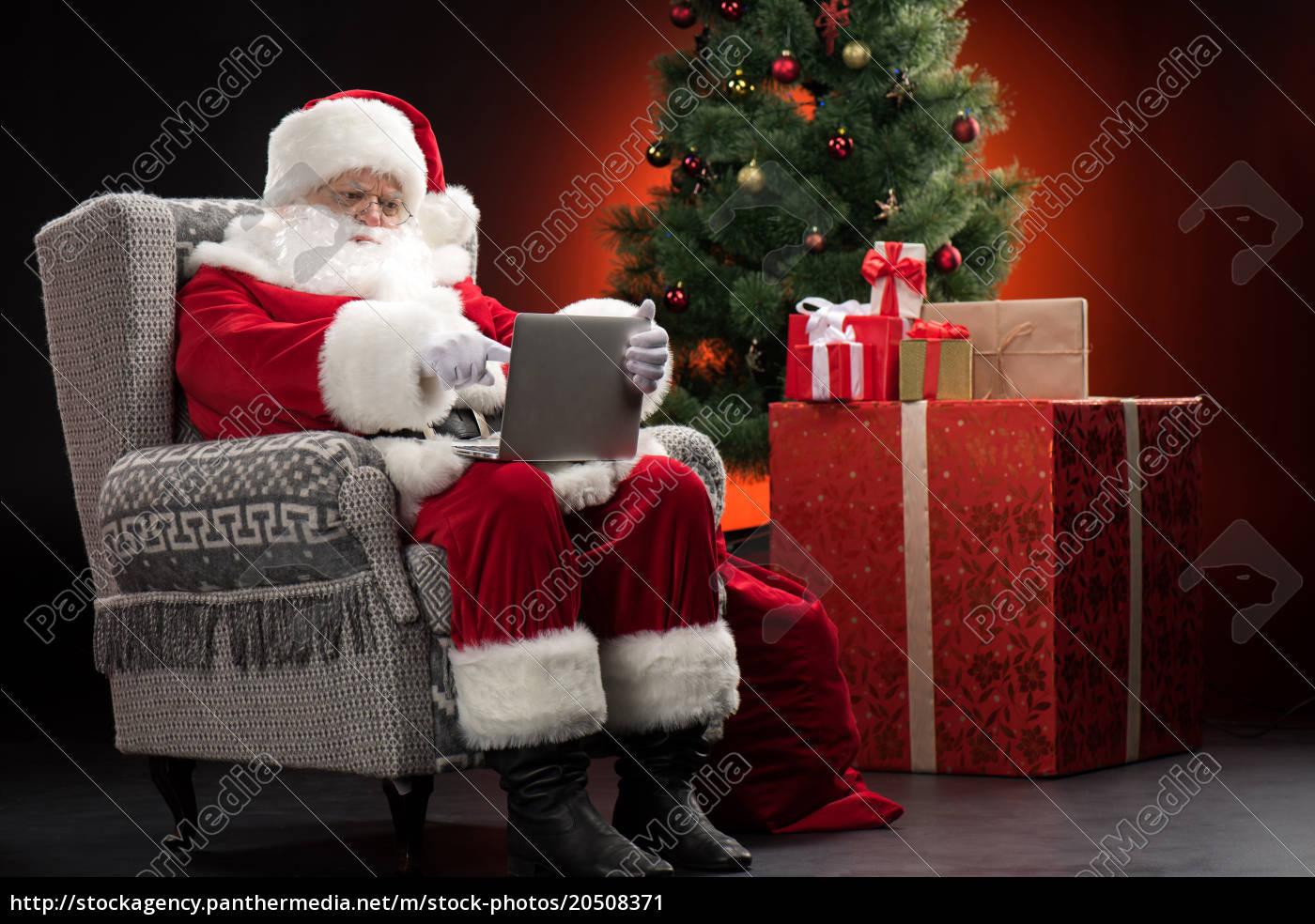 santa, claus, using, laptop - 20508371