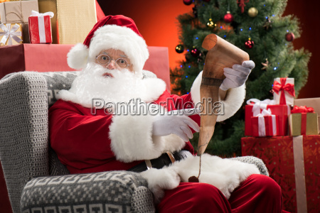 santa, claus, with, wishlist, in, hands - 20508355