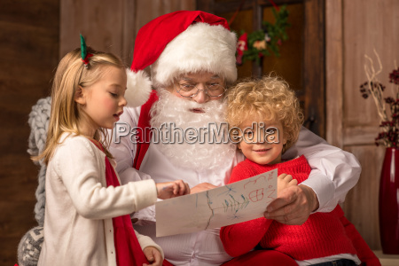 children, showing, picture, to, santa, claus - 20509057