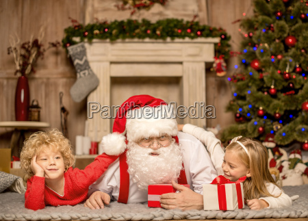 santa, claus, and, children, lying, on - 20509701