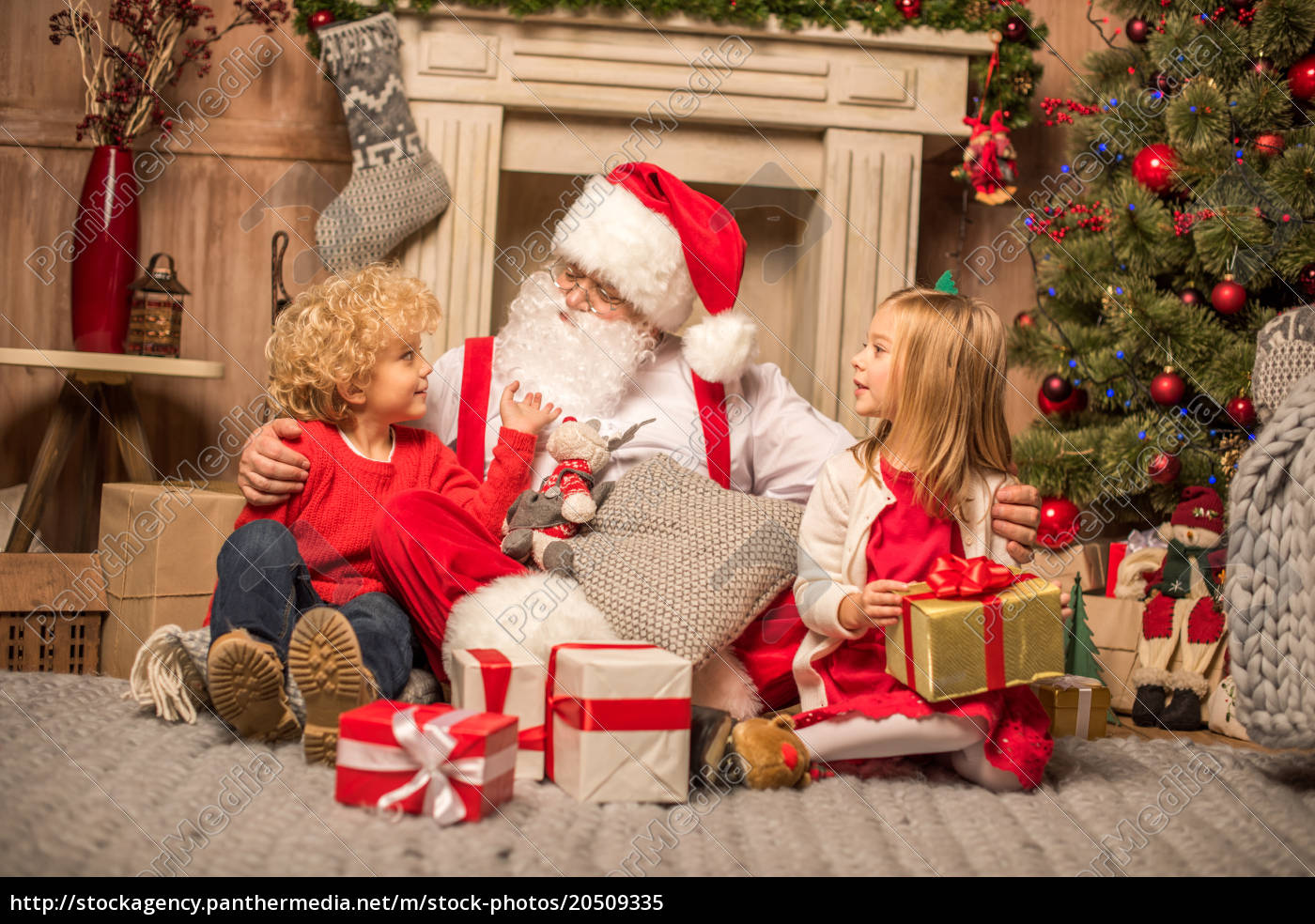 santa, claus, and, children, with, christmas - 20509335