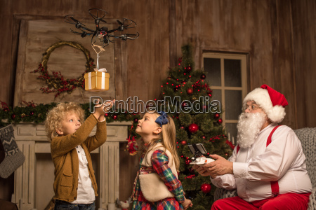 santa, claus, with, children, using, hexacopter - 20509961