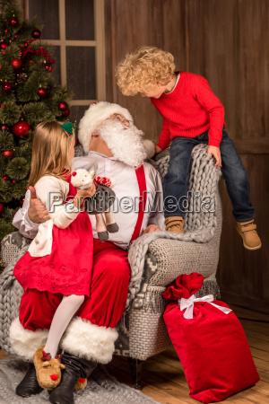 santa, claus, with, happy, children - 20509079