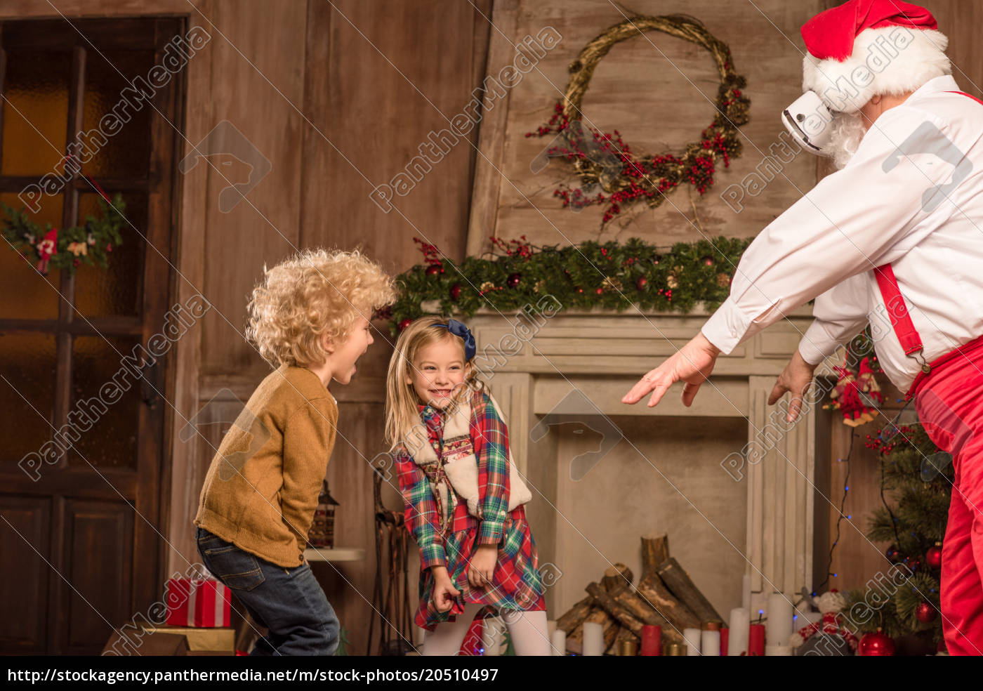 santa, claus, playing, with, children - 20510497