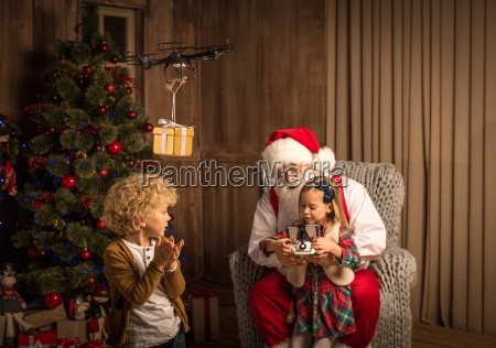 santa, claus, with, children, using, hexacopter - 20510193