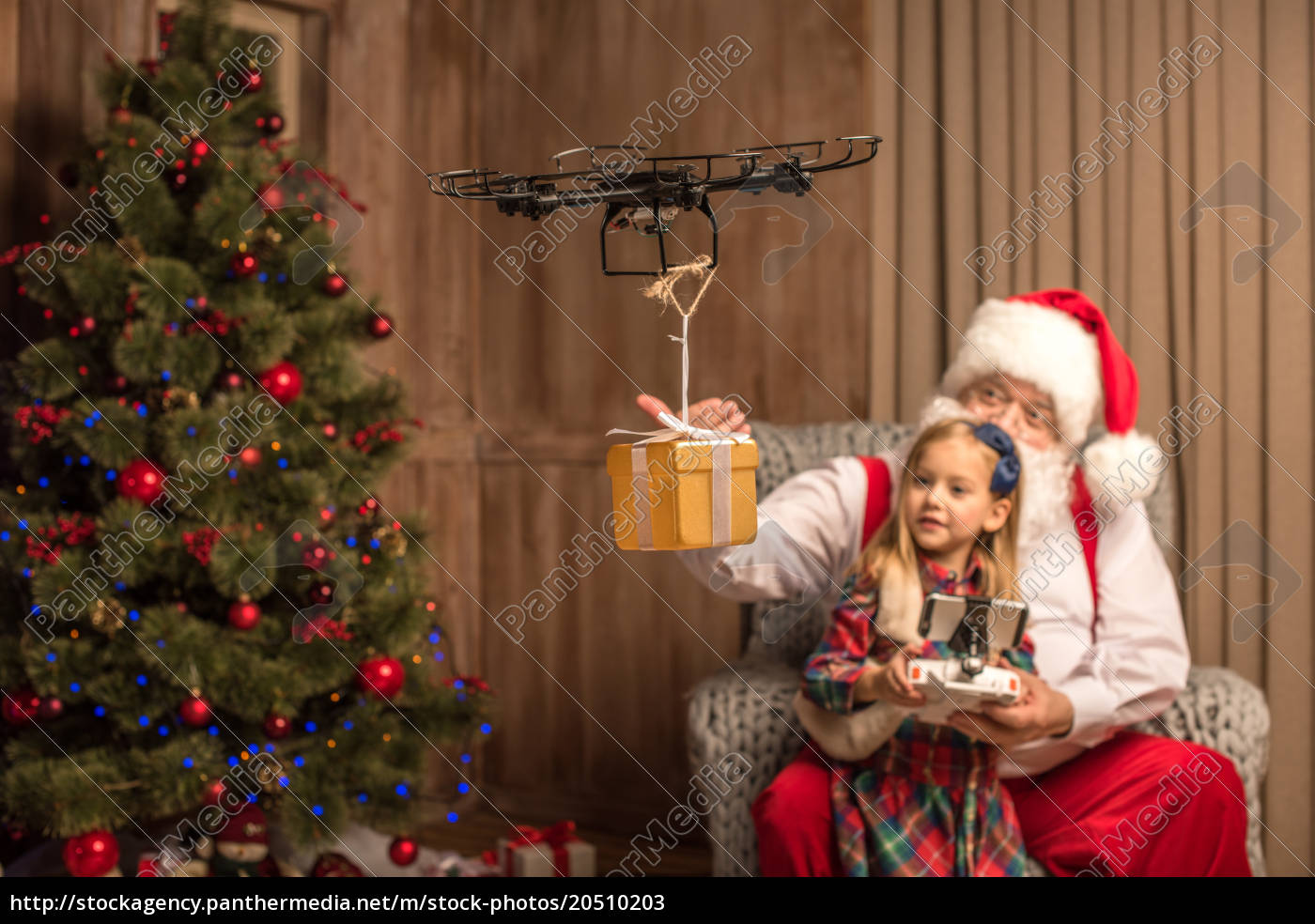 santa, with, kid, using, hexacopter, drone - 20510203