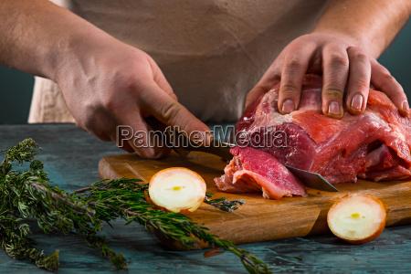 butcher, cutting, pork, meat, on, kitchen - 20512147
