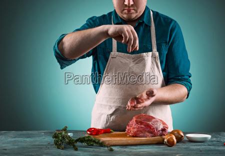 butcher, cutting, pork, meat, on, kitchen - 20512153
